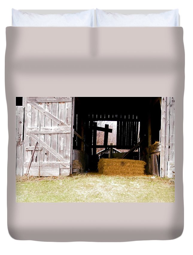 Barn Duvet Cover featuring the photograph Old Barn by Stephanie Moore