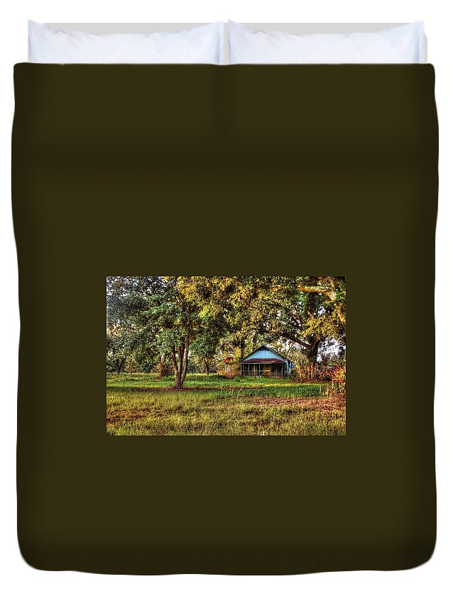 Alabama Photographer Duvet Cover featuring the digital art Old House On 98 by Michael Thomas