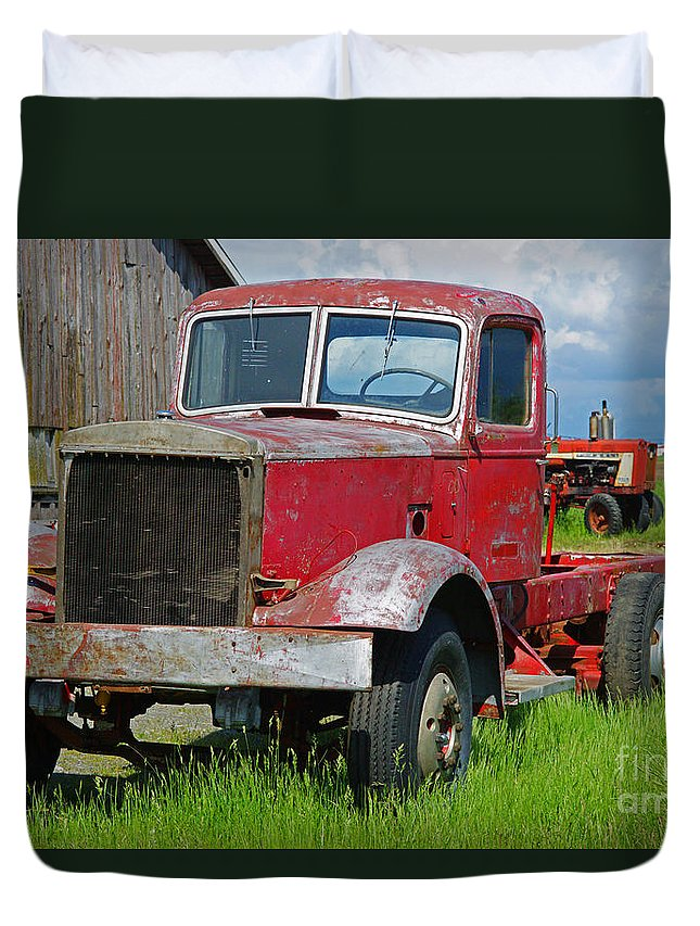 Trucks Duvet Cover featuring the photograph Old Rusted Semi-truck by Randy Harris