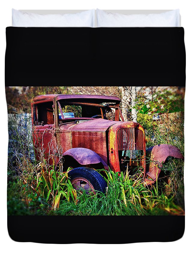 Truck Duvet Cover featuring the photograph Old Rusting Truck by Garry Gay