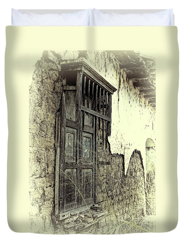 Window Duvet Cover featuring the photograph Old Window by Galeria Trompiz