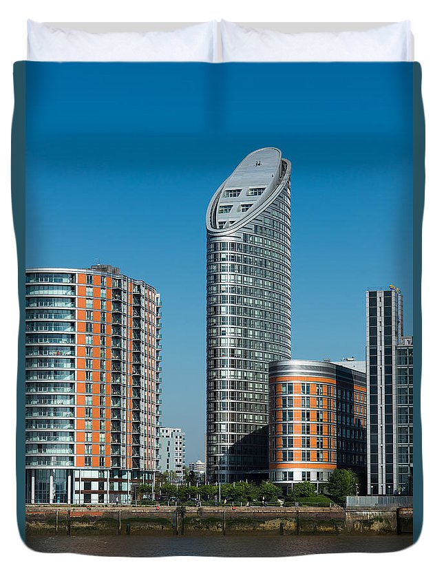 Blackwall Duvet Cover featuring the photograph Ontario Tower by Andrew Michael
