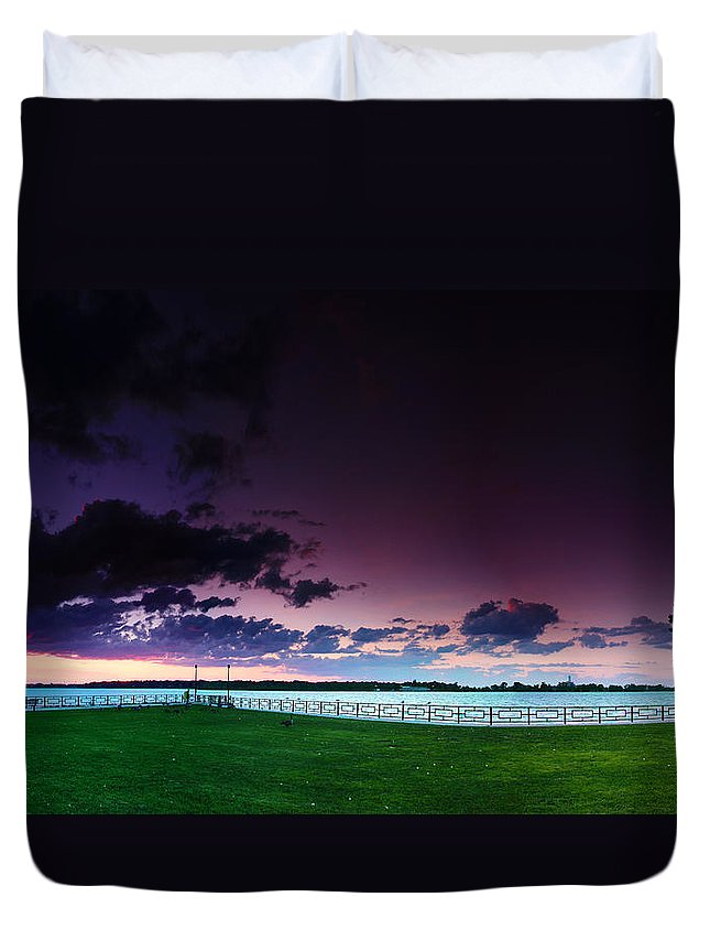 Windsor Duvet Cover featuring the photograph Park Pano by Cale Best
