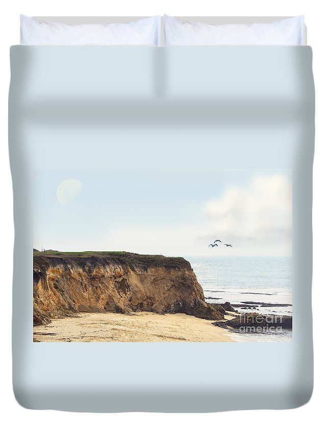 Pacific Ocean Duvet Cover featuring the photograph Pelican Point by Betty LaRue