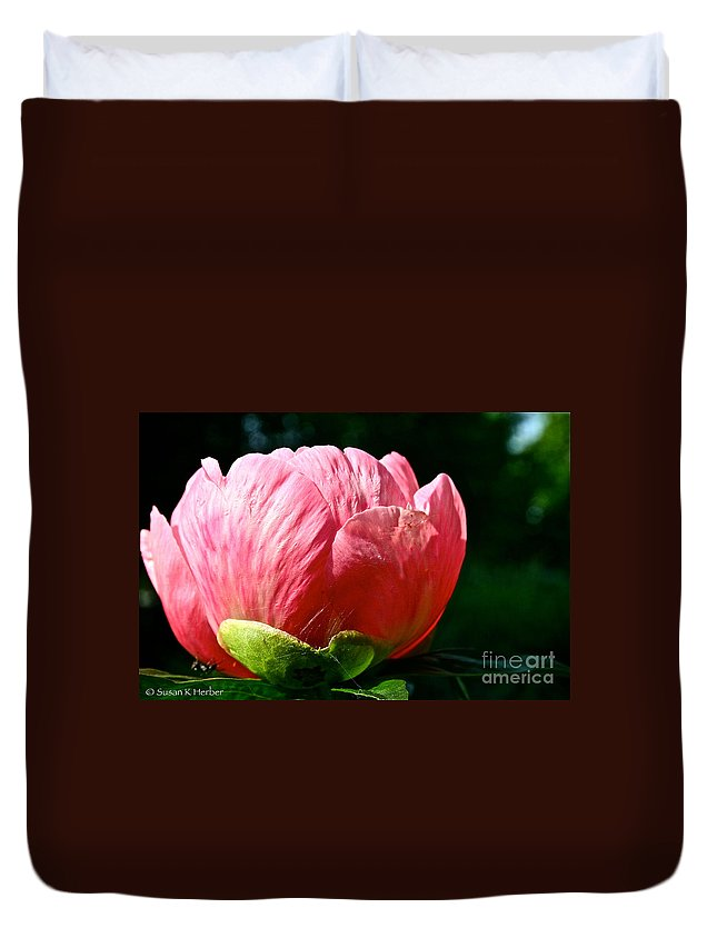 Plant Duvet Cover featuring the photograph Petals Up by Susan Herber