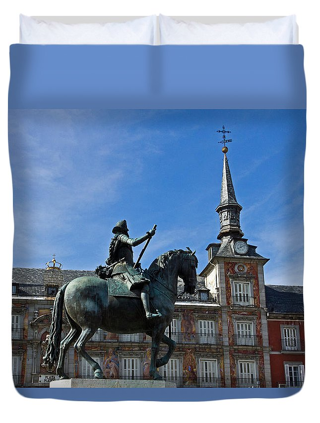 Madrid Duvet Cover featuring the photograph Plaza Mayor by David Pringle