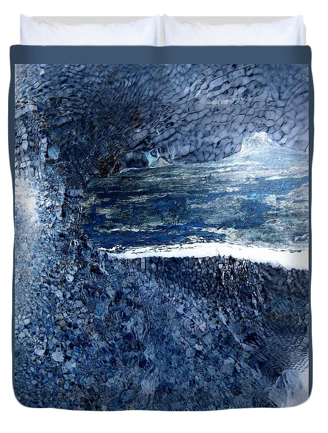 Plunge Duvet Cover featuring the photograph Plunge by Edward Smith