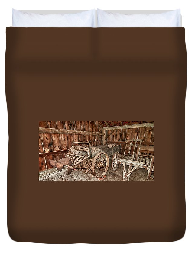 Balls Falls Conservation Area Duvet Cover featuring the photograph Poop Popper by Guy Whiteley