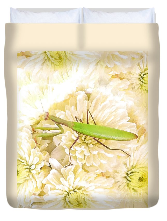 Praying Mantis Duvet Cover featuring the digital art Praying Mantis On A Flower Boquet by L J Oakes