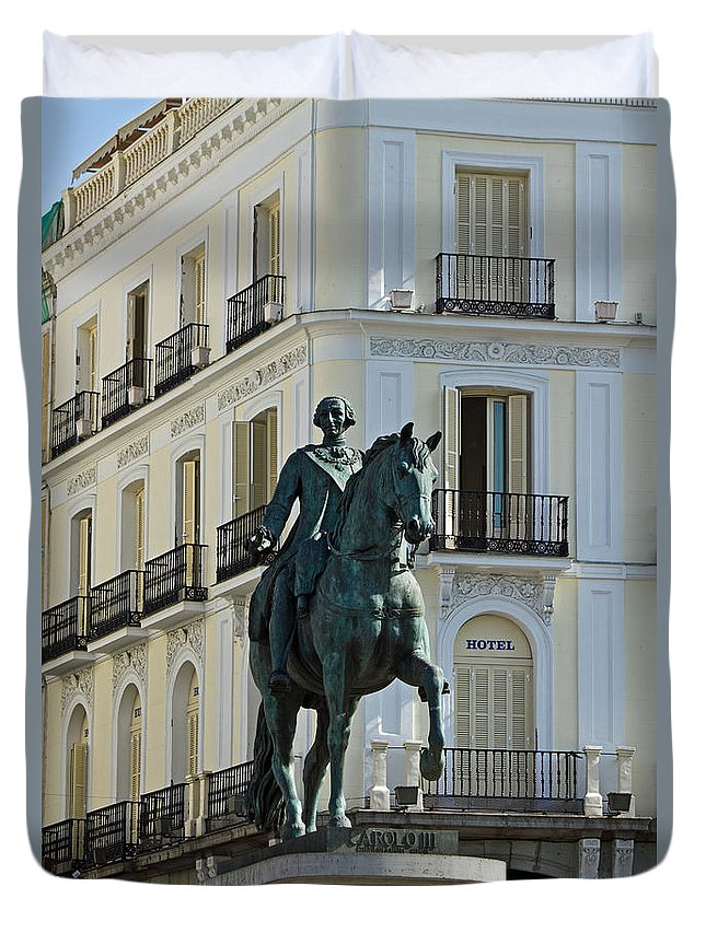 Madrid Duvet Cover featuring the photograph Puerta Del Sol by David Pringle