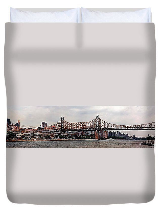 Panoramic Duvet Cover featuring the photograph Queensboro Bridge by S Paul Sahm
