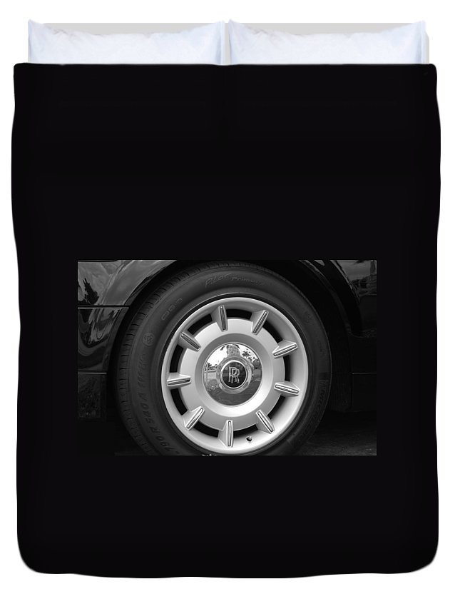 Rolls Royce Duvet Cover featuring the photograph R R Wheel by Rob Hans