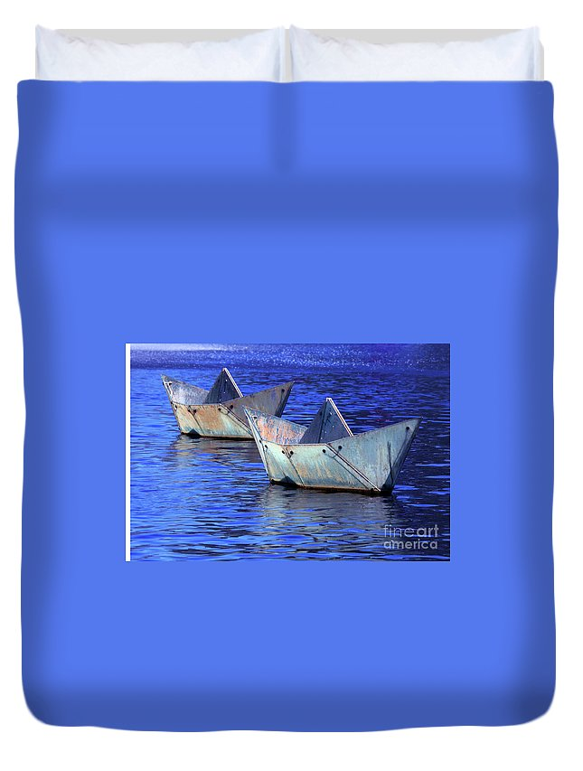 Boat Duvet Cover featuring the photograph Race Up Stream by Stephen Mitchell