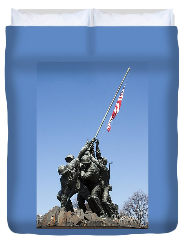 Veteran Duvet Cover featuring the photograph Raise The Flag by Darleen Stry