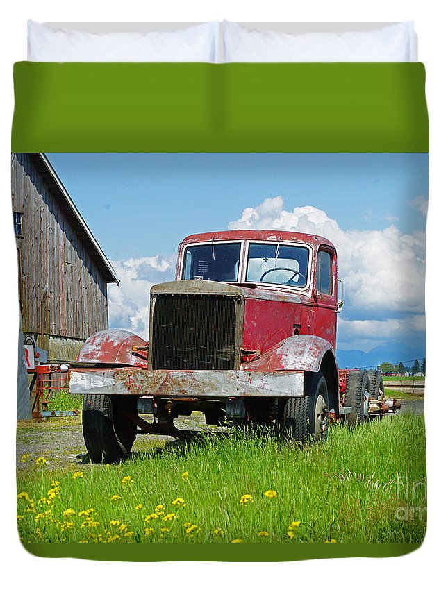 Trucks Duvet Cover featuring the photograph Red Rusted Semi by Randy Harris