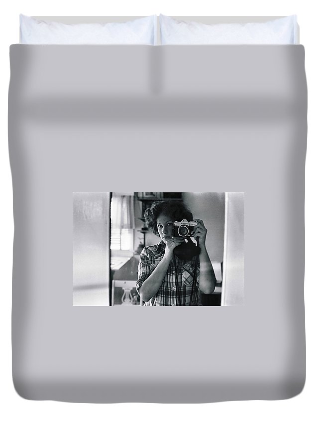 Portrait Duvet Cover featuring the photograph Reflecting Back by Rory Sagner