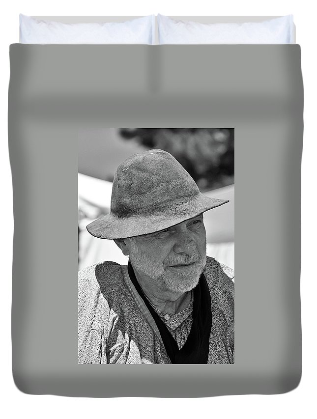 French & Indian War Re-enactor Duvet Cover featuring the photograph Reflecting by Guy Whiteley