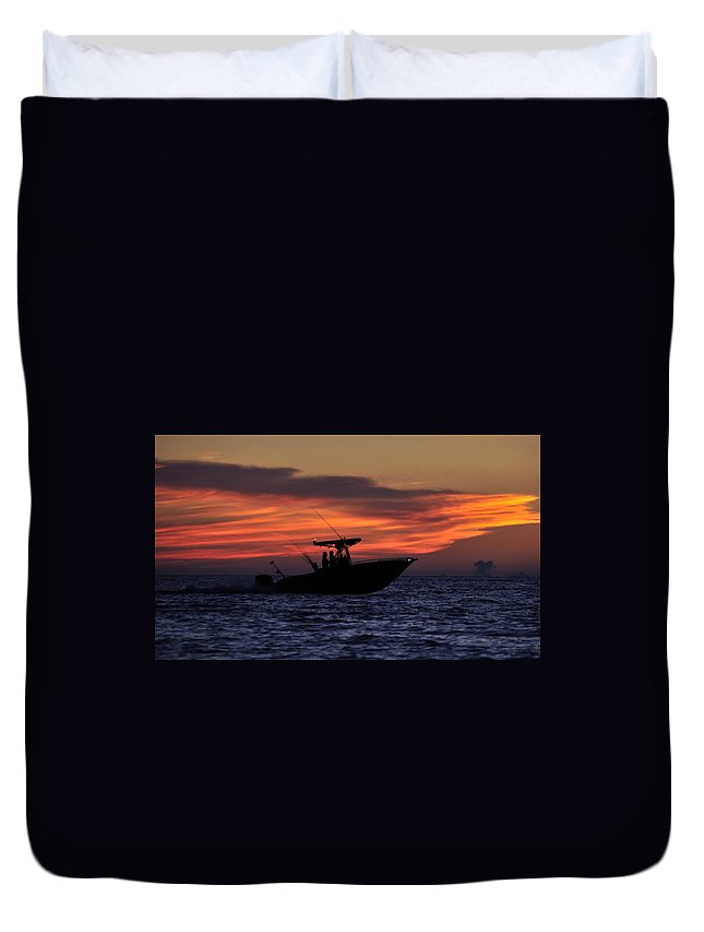 Fine Art Photography Duvet Cover featuring the photograph Romance On The Seas by David Lee Thompson