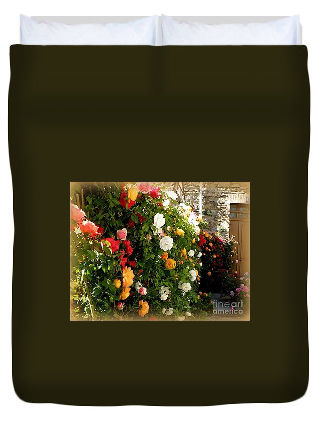 Roses Duvet Cover featuring the photograph Roses Roses Everywhere by Lainie Wrightson