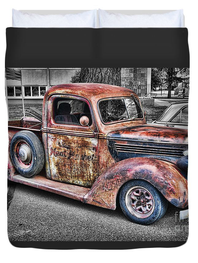 Trucks Duvet Cover featuring the photograph Rusty Old Truck by Randy Harris