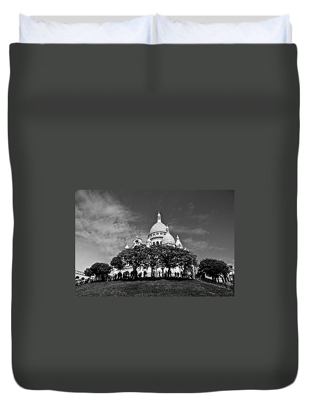Sacre Coure Duvet Cover featuring the photograph Sacre Coeur by Eric Tressler