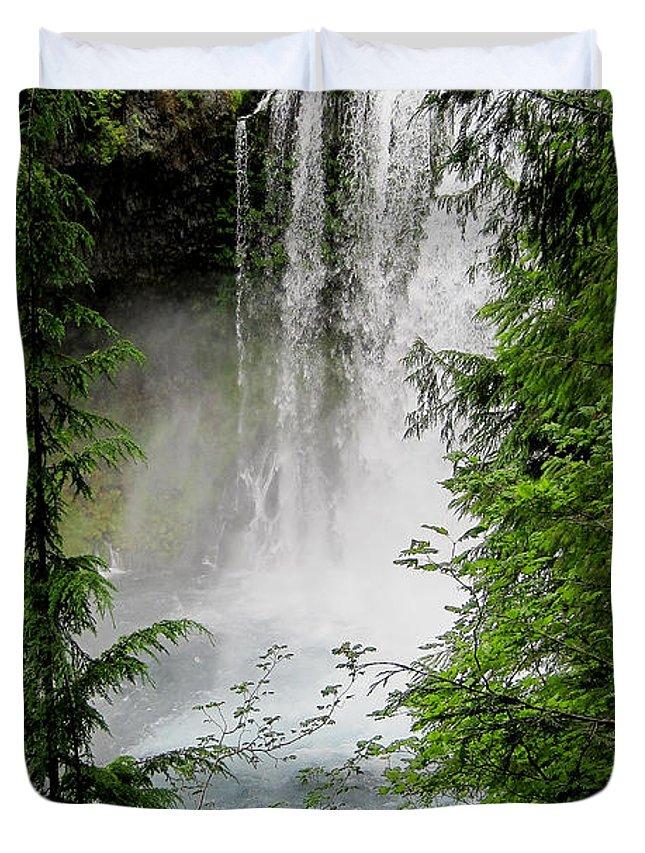 Landscape Duvet Cover featuring the photograph Sahalie Falls by Stephanie Salter