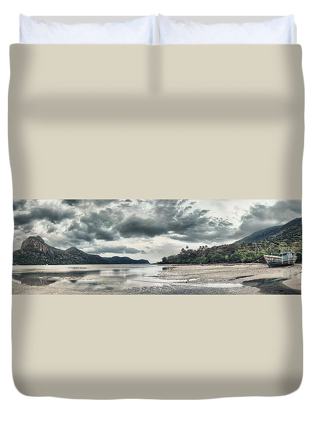 Panorama Duvet Cover featuring the photograph Seascape Panorama by MotHaiBaPhoto Prints