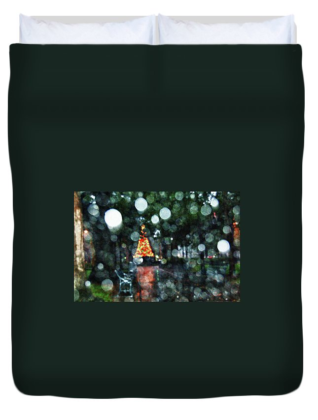 Alabama Photographer Duvet Cover featuring the digital art Shiny Tree In Bienville Square by Michael Thomas
