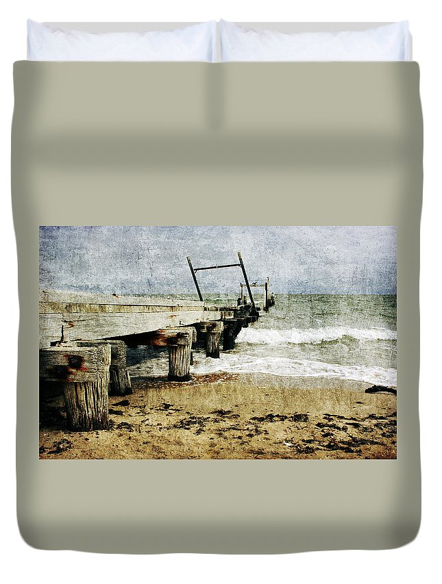 Beach Duvet Cover featuring the photograph Soul Reaver by Andrew Paranavitana