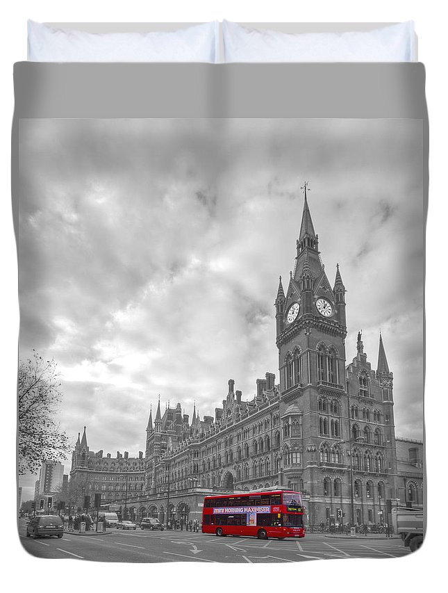 St Pancras Duvet Cover featuring the photograph St Pancras Station Bw by David French