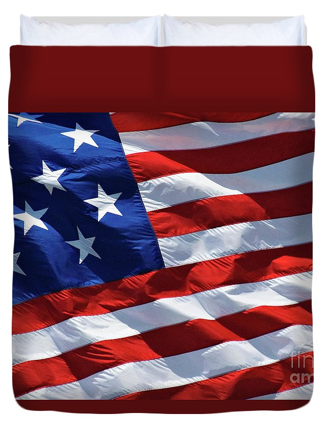 United Duvet Cover featuring the photograph Star Spangled Banner - D001883 by Daniel Dempster