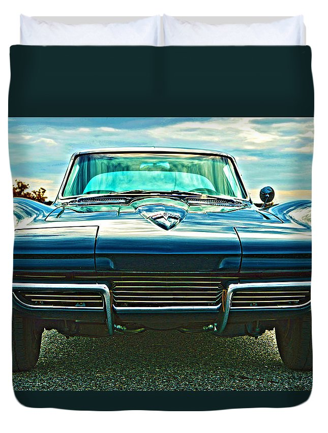 Antique Duvet Cover featuring the photograph Stingray by William Bartholomew