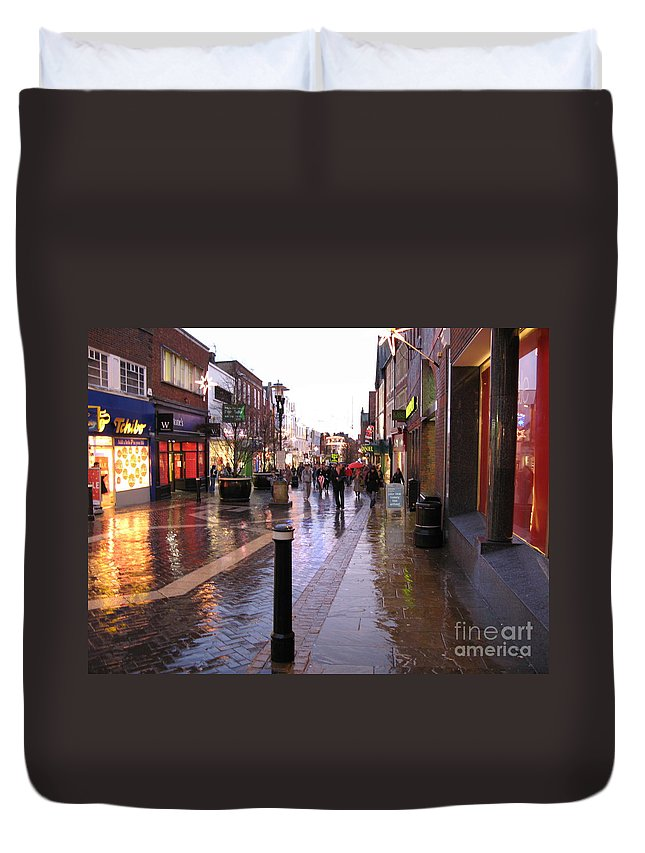 England Duvet Cover featuring the photograph Street Scene Outside Windsor Castle by Jack Schultz