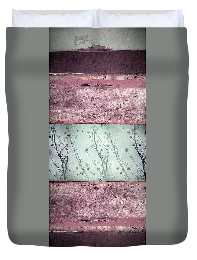 Texture Duvet Cover featuring the photograph Stuck In The Middle by Tara Turner