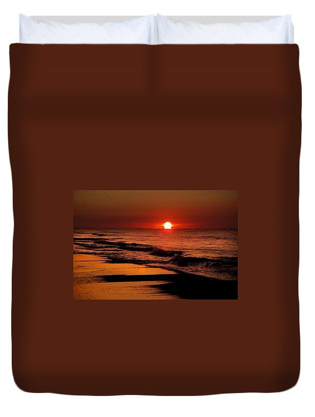Alabama Photographer Duvet Cover featuring the digital art Sun Emerging From The Water by Michael Thomas