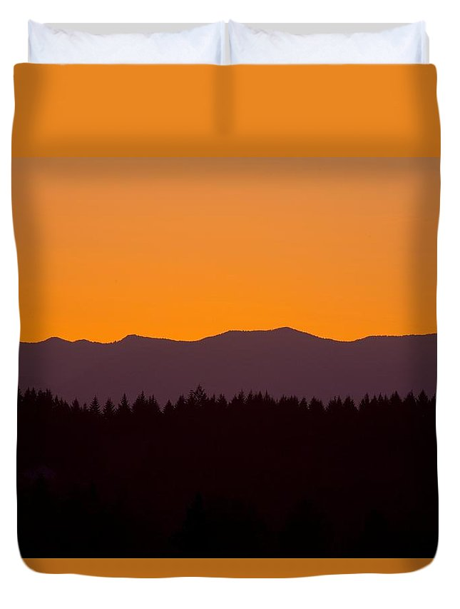 Horizon Duvet Cover featuring the photograph Sunrise As Seen From Mt. Scott by Craig Tuttle