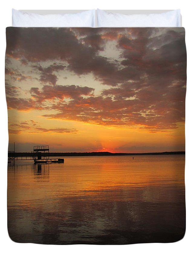 Sun Set Duvet Cover featuring the photograph Sunset On The Lake by Elizabeth Harshman