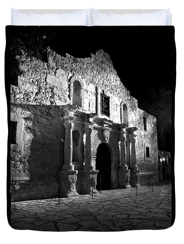 Revolutionary Duvet Cover featuring the photograph The Alamo At Night by Jim Chamberlain