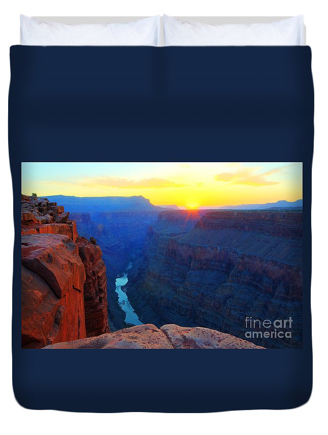 Grand Canyon Duvet Cover featuring the photograph The Grand Canyon Solitude At Toroweap by Bob Christopher