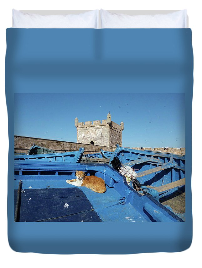 Travel Duvet Cover featuring the photograph The Guardian 02 by Miki De Goodaboom