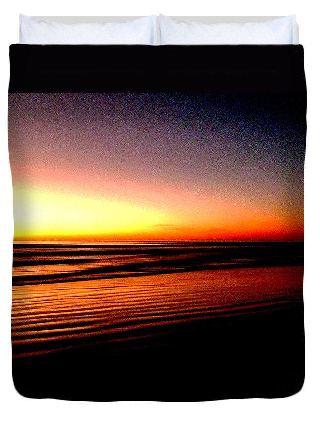 Dawn Duvet Cover featuring the photograph The Lines Of Sunrise by Steve Taylor