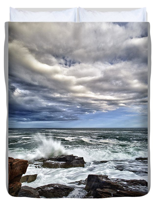 Maine Duvet Cover featuring the photograph Thunder Hole by Rick Berk
