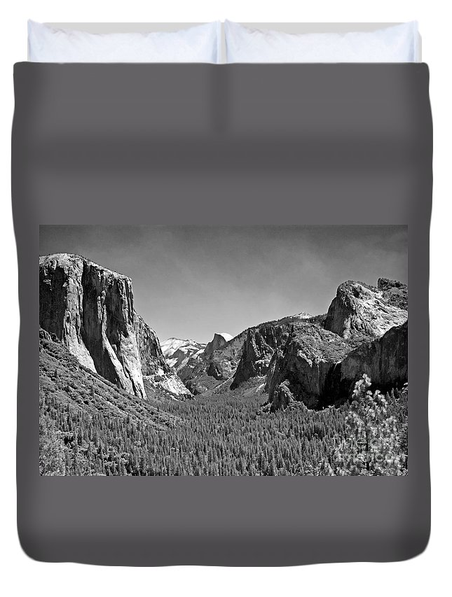 Park Duvet Cover featuring the photograph Tunnel View by Jim Chamberlain