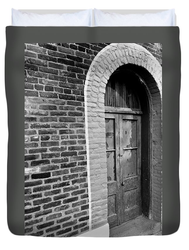 Door Duvet Cover featuring the photograph Untenanted by Colleen Coccia