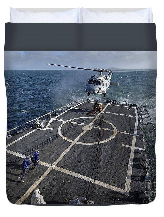 Guided Missile Frigate Duvet Cover featuring the photograph U.s. Navy Sailors Prepare To Attach by Stocktrek Images