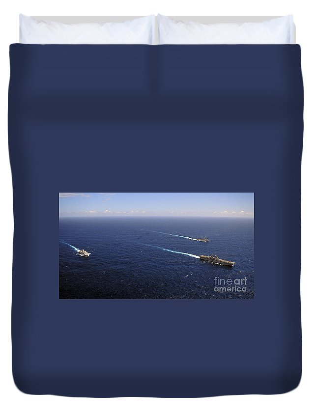Transit Duvet Cover featuring the photograph Uss Boxer, Uss Comstock And Uss Green by Stocktrek Images