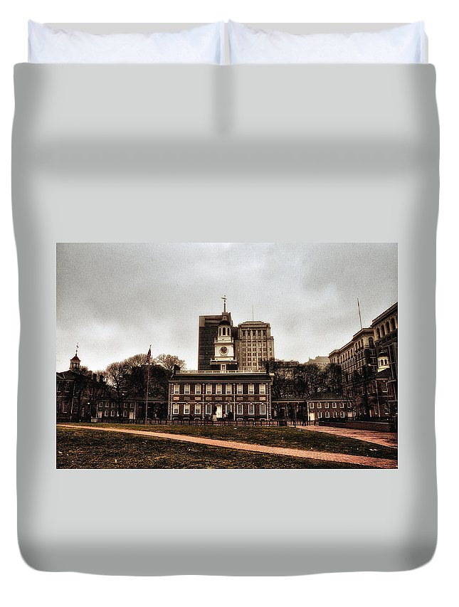 View Of Independence Hall In Philadelphia Duvet Cover featuring the photograph View Of Independence Hall In Philadelphia by Bill Cannon