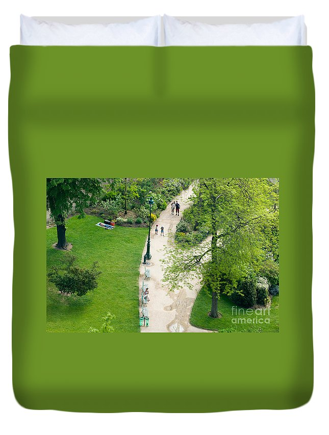 Clarence Holmes Duvet Cover featuring the photograph Visitors In The Champ De Mars by Clarence Holmes