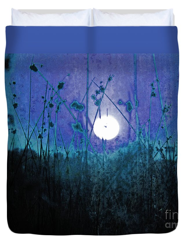 Sunset Duvet Cover featuring the photograph Wanderlust by Andrew Paranavitana