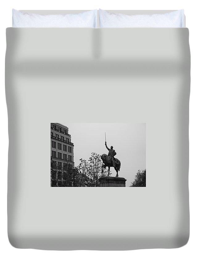 Paris Duvet Cover featuring the photograph Paris Honors Washington by Eric Tressler